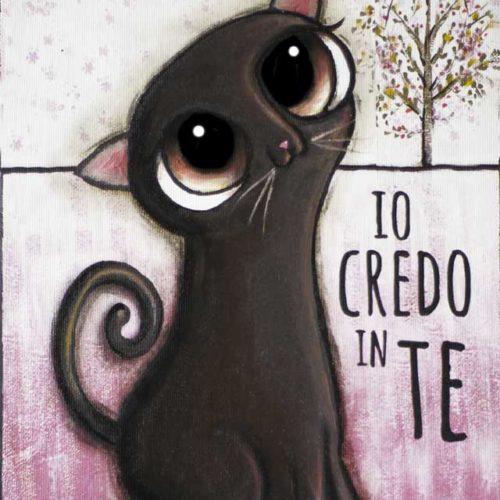 Il gatto nero con grandi occhi dolci